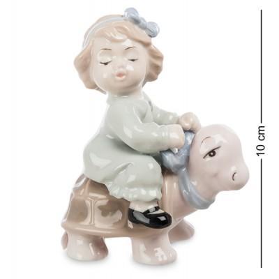 """Фигурка """"Девочка верхом на черепашке"""" 8x6,5x10 см., фарфор Pavone, Италия"""
